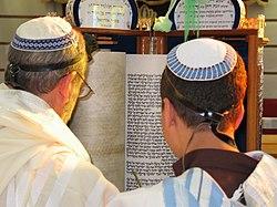 Torah Reading Sephardic custom.jpg