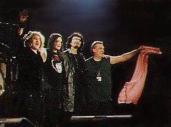 Black Sabbath di atas panggung pada tahun 1999