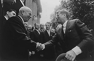 English: US President John F. Kennedy shaking ...