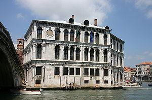 Italiano: Palazzo dei Camerlenghi a Rialto. Fo...