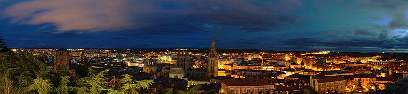https://i0.wp.com/upload.wikimedia.org/wikipedia/commons/thumb/0/05/Panor%C3%A1mica_de_Burgos_desde_el_Mirador_del_Castillo.jpg/800px-Panor%C3%A1mica_de_Burgos_desde_el_Mirador_del_Castillo.jpg