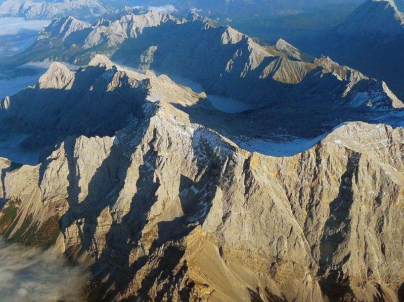 Datei:Zugspitze Airview 01.jpg