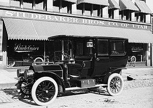 English: Studebaker Brothers Limo - Auto, 1908...
