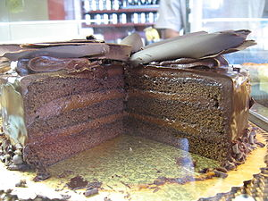English: Chocolate cake with chocolate frostin...