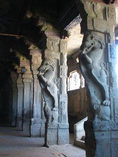 Madurai Meenakshi temple pillars
