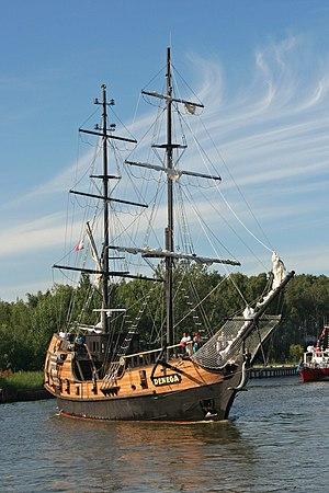 English: Tall ship in port of Łeba. Polski: Ża...