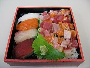 English: A sushi bento.