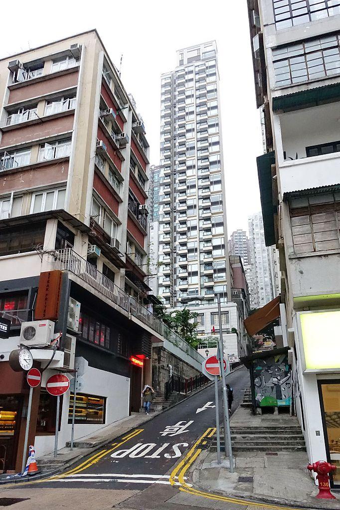 File:Aberdeen Street at Staunton Street (Hong Kong).jpg - Wikimedia Commons