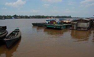 English: Mentaya River at Sampit, Central Kali...