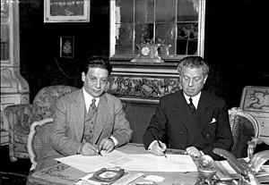 Max Reinhardt signing a film treaty with the U...