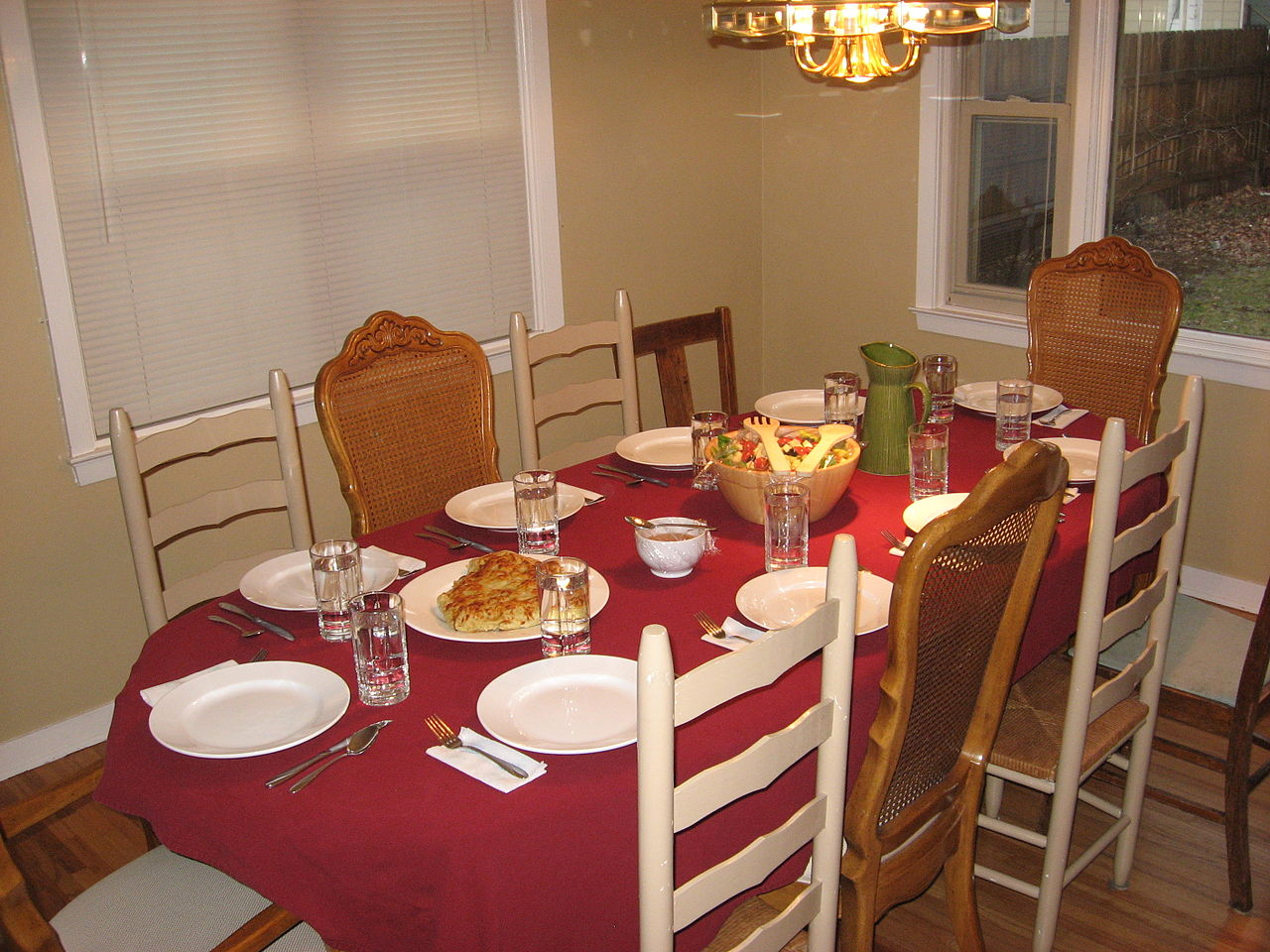 File:Set dinner table.jpg