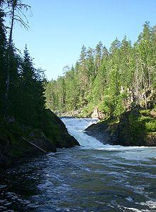 Wasserfall auf der Pieni Karhunkierros