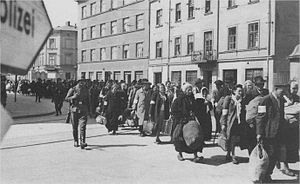 Jewish prisoners being deported from the Krakó...
