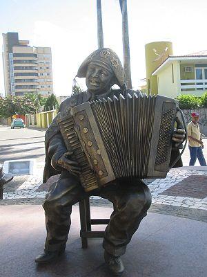 English: Statue of Luiz Gonzaga. Campina Grand...