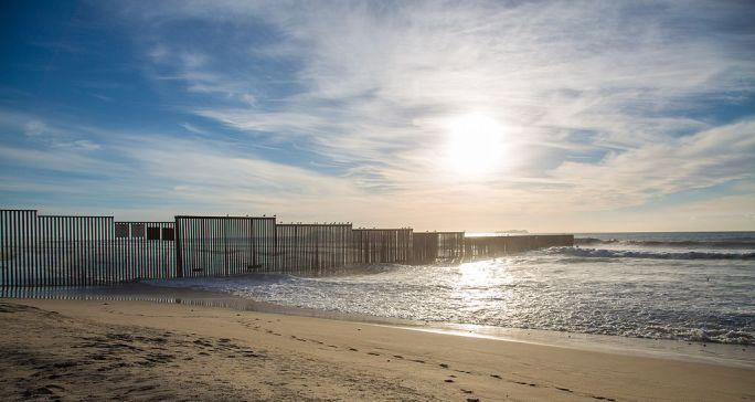 Mexico - US Pacific Ocean Border Fence (15999598736)