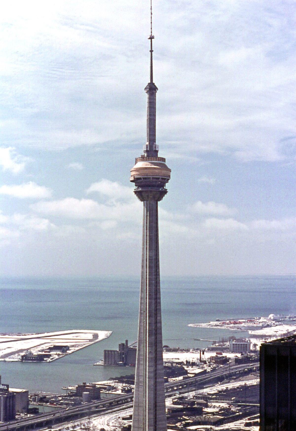 Datei:CN Tower under construction.jpg – Wikipedia