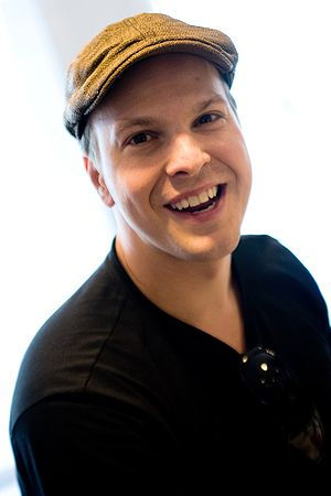 English: Gavin DeGraw on a promotion tour at R...