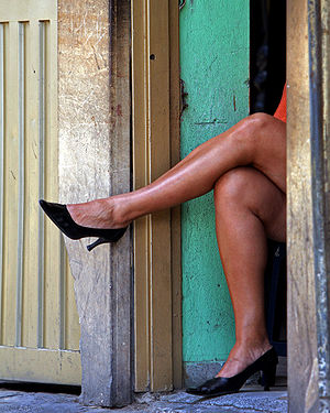 Prostitute waiting for customers. Español: Pro...