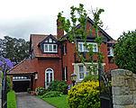 external image 151px-46_Arnold_Street%2C_Killara%2C_New_South_Wales_%282010-12-04%29_02.jpg