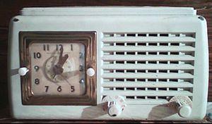 English: Vintage clock radio