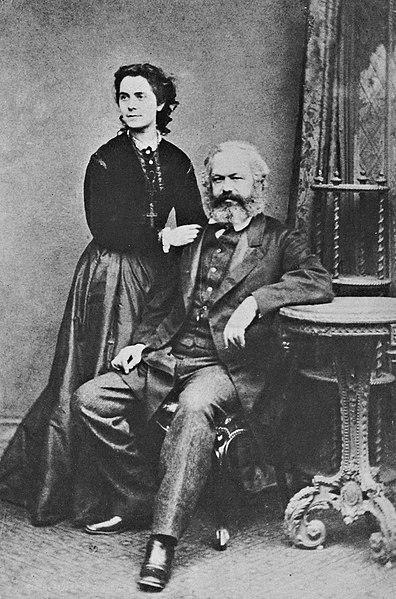 Karl Marx también dio otra definición de historia, pero más centrada en la visión económica