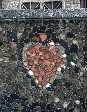 English: Mosaic of heart at wall of Parish of ...