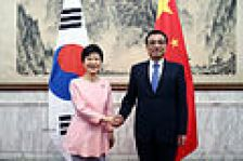 June 2013, Li meets the South Korean president Park Geun-hye.
