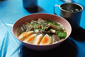 English: Kuaichap (Thai script: ก๋วยจั๊บ) is a...