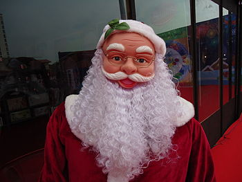 A stachue of santa claus