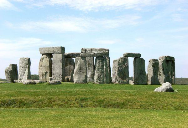 File Stonehenge Salisbury - Wikimedia Commons