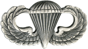 English: Parachutist Badge.