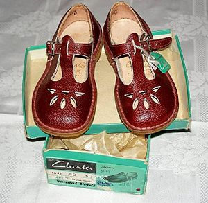 English: Clarks Joyance children's t-bar sanda...