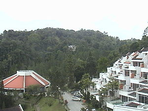 Bahasa Melayu: Pemandangan Bukit Fraser yang d...