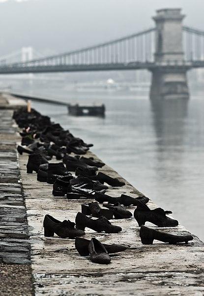 File:Shoes Danube Promenade IMGP1297.jpg