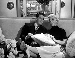 English: Gordon MacRae and Doris Day in Starli...