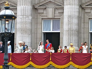 The British royal family on Buckingham Palace ...