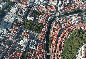 Slovenščina: Nsvpična zračna fotografija nad s...