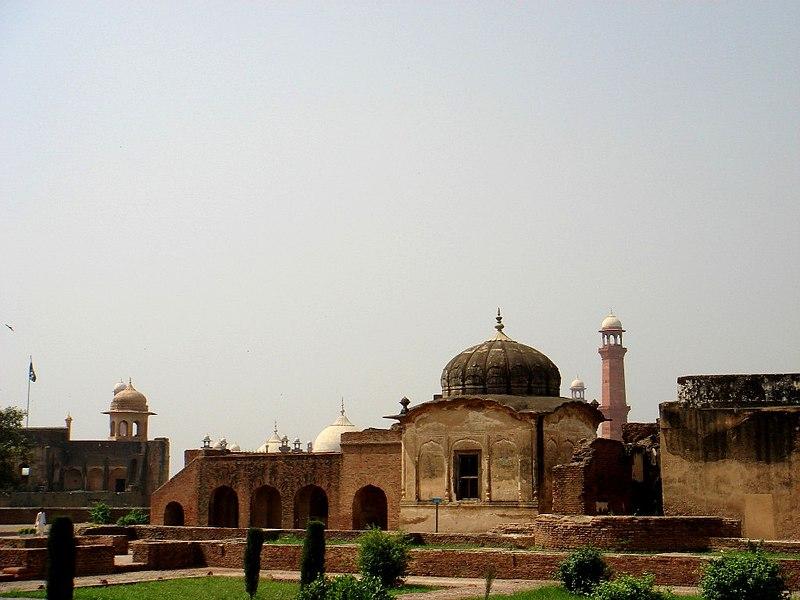 File:Khangah Lahore Fort.jpg
