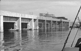 La base en construcción en 1942 via Wikipedia