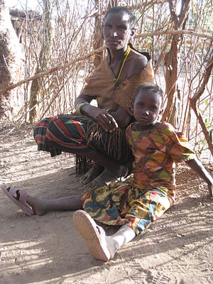 Datoga Wife and Daughter, Tanzania Български: ...