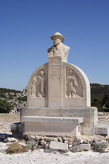 Statue of Charloun Rieu in Les Baux-de-Provence