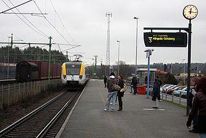 Regional Västtrafik train arriving in Vårgårda...
