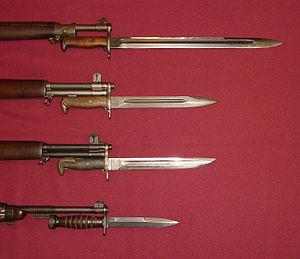 English: U.S. military bayonets of World War I...