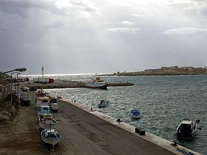Deutsch: Der Hafen von Lampedusa