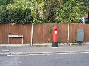 English: Cromwell Road postbox The greyish box...