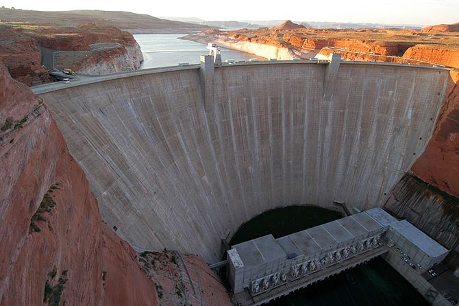 English: The Glen Canyon Dam in Page. Dam, Gle...