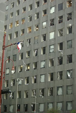 English: Damage to JP Morgan Chase, Houston, T...