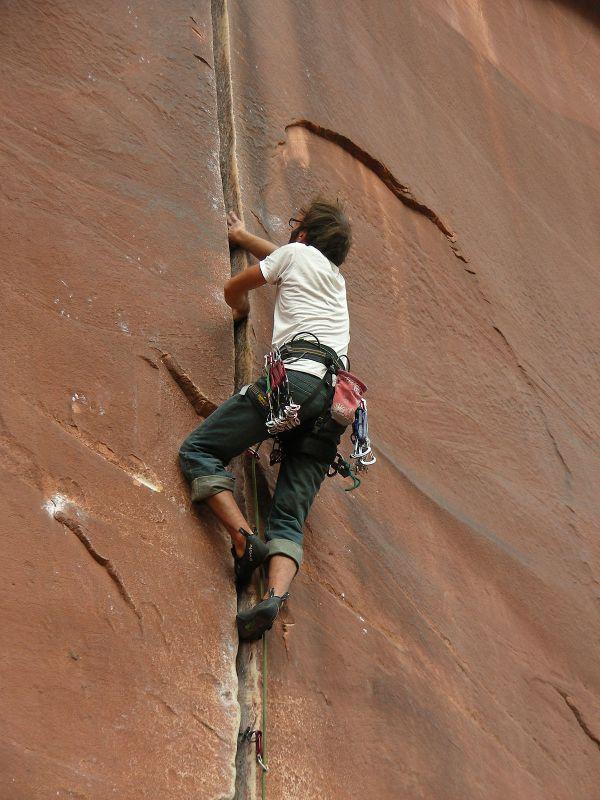 Crack Climbing - Wikipedia