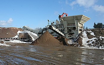 English: Craigenlow Quarry: Mobile Crusher Thi...
