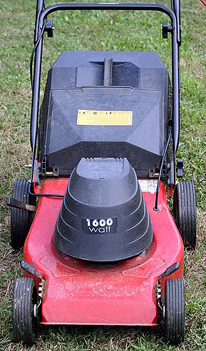 English: Electric lawn mower